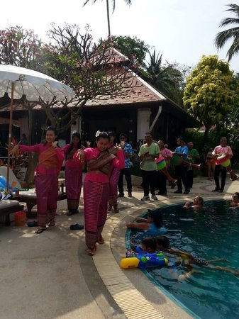 Chaweng Regent Beach Resort: The staff taking part in Songkran Festival