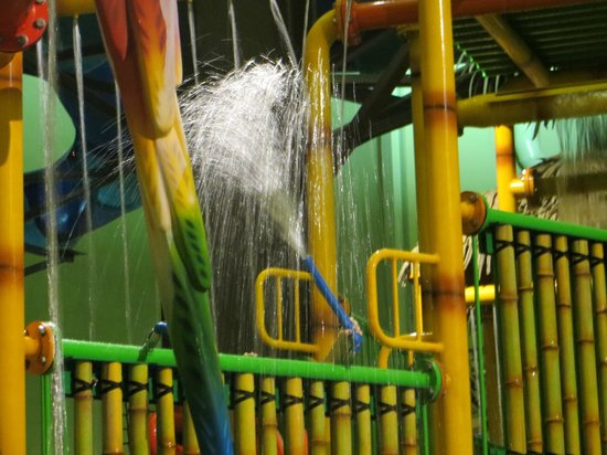 Maui Sands Resort & Indoor Waterpark: Kids structure