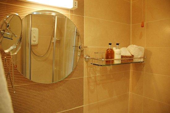 Newcourt Barton: Bathroom