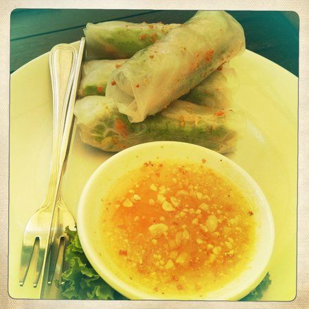 Tanei Boutique Villa: yum yum prawn and veg spring rolls