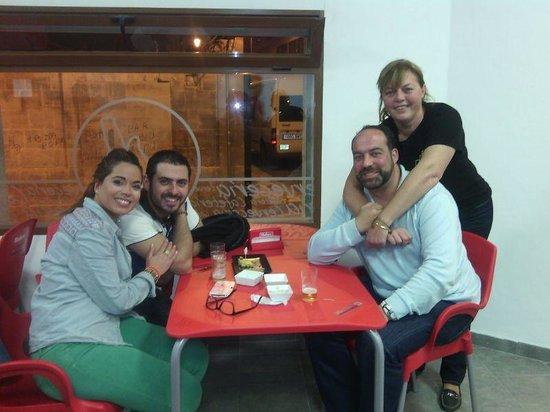 La Placeta : Familia y amigos compartiendo una cerveza