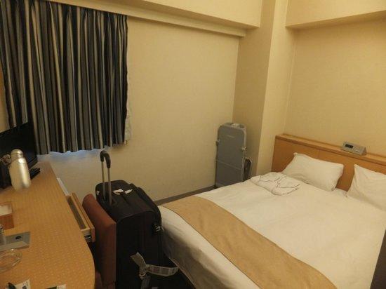 HOTEL MYSTAYS Shin Osaka Conference Center: room rather small
