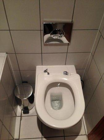 Bar Solo: Female toilet