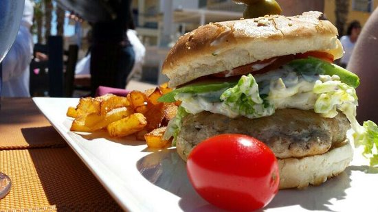 Restaurante Antonio´s: Chicken burger with avocado