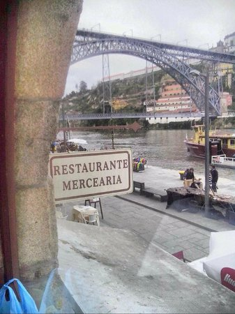 Oporto Mercearia : view to outside
