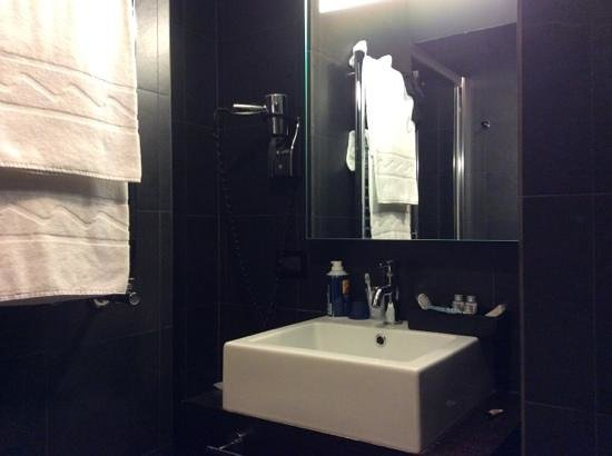 Twentyone Hotel : il bagno con doccia