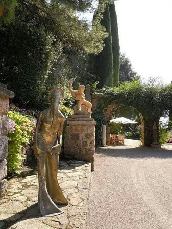 Villa Domergue : Droles de status
