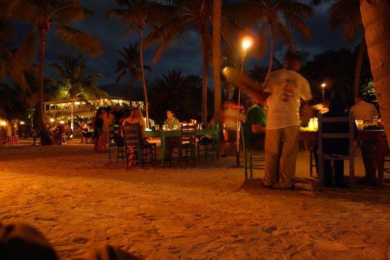 Morada Bay : Full moon party in full swing