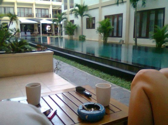 Kuta Townhouse Apartments: Poolside room, gorgeous!!!