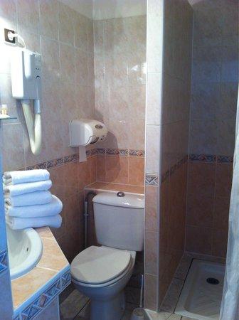 Le Brasilia : Salle de bains chambre face mer pas en accord avec le reste ...