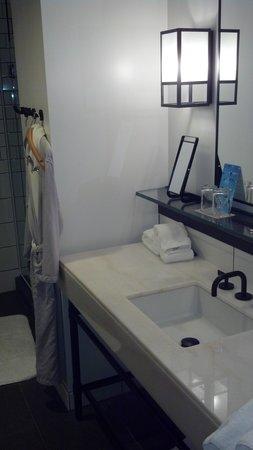 21c Museum Hotel Cincinnati : sink