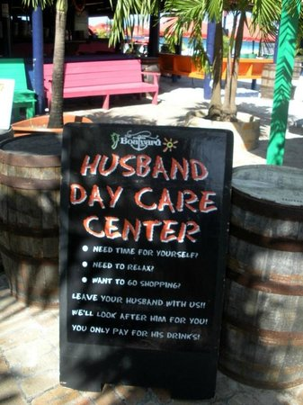 The Boatyard : another welcome sign