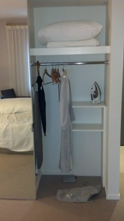 21c Museum Hotel Cincinnati : closet