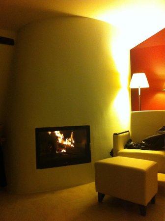 Hotel Can Cuch: Chambre el cambril ! Le feu ...