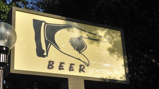 Molly Pitcher Brewing Co. : Sign out front