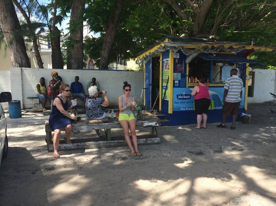 Cuz's Fish Shack: Even a table for sitting
