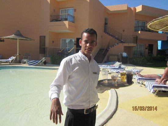 Sierra Sharm El Sheikh : Ehab the singing waiter