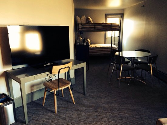 The Hotel Portsmouth: Penthouse Suite Bunk Beds and Table/Chairs