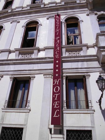 Ruzzini Palace Hotel : Outside the Ruzzini Palace
