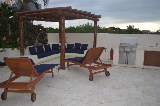 Porto Playa Condo Hotel & Beachclub : Private plaza deck