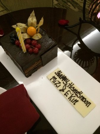 Swiss-Belhotel Harbour Bay: Honeymoon cum birthday cake for me n hubby:)