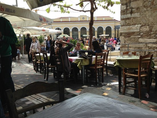 Bairaktaris Taverna : View from our table onto the square