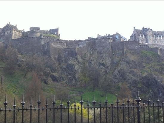 Premier Inn Edinburgh City Centre (Haymarket) Hotel: castle