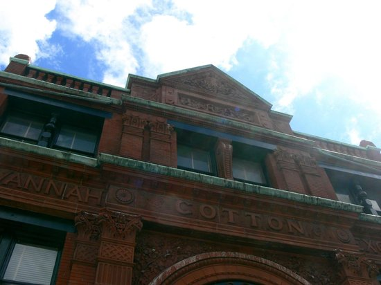 Savannah Historic District : Cotton Exchange on Factor's Walk