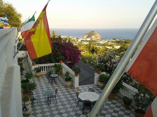 Hotel La Ginestra: Veduta su S. Angelo