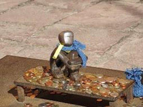 Jarnpojken: tiny Iron boy