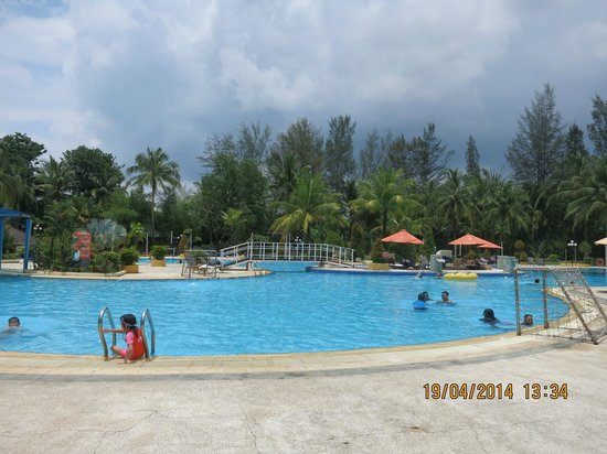 HARRIS Resort Batam Waterfront: Pool