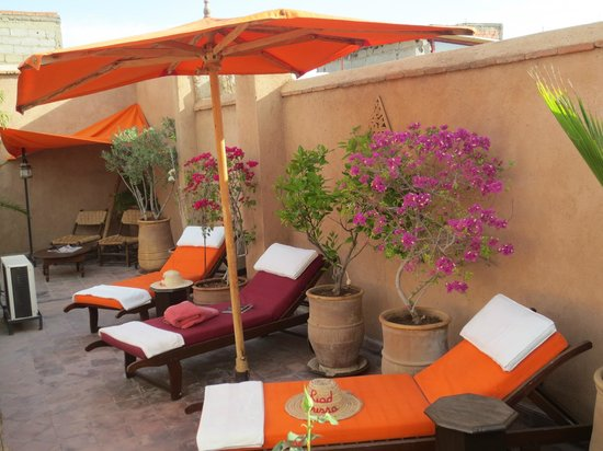 Riad Boussa: relaxing roof terrace