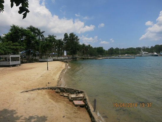 HARRIS Resort Batam Waterfront: Small beach