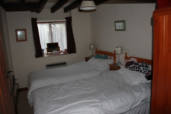 Low Costa Mill Cottages: One of the twin rooms.
