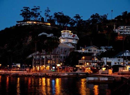 Pavilion Hotel: Catalina at night