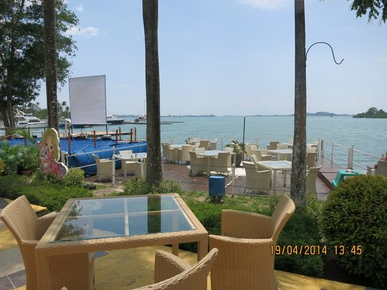 HARRIS Resort Batam Waterfront: H Grill at waterfront