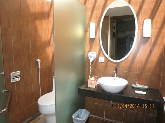 HARRIS Resort Batam Waterfront: Bathroom