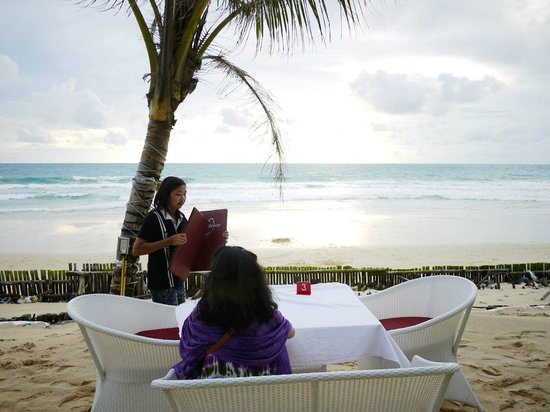Pla Seafood: 夕暮れ前。他にお客はいませんでした。