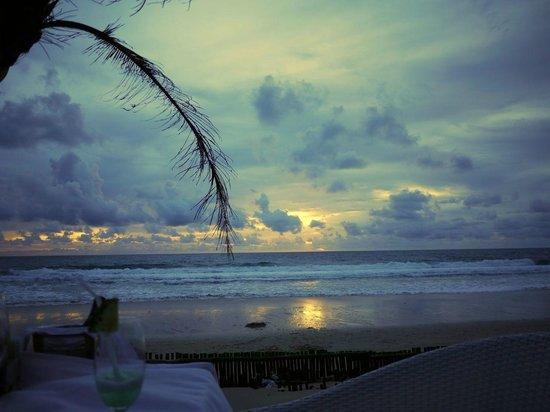 Pla Seafood: 雨期の夕暮れ