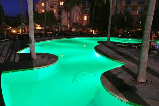Protur Bonaire Aparthotel: Main Pool at night