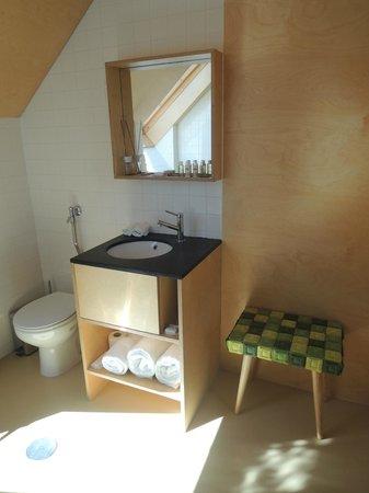 Casa das Penhas Douradas : Small bathroom