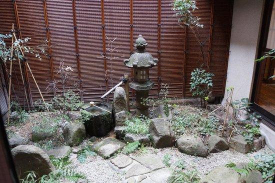 Ryokan Tanabe : Garden outside sitting area