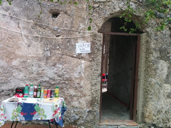 Sentiero degli dei (Path of the Gods) : Bar in the convent on the way up from Praiano