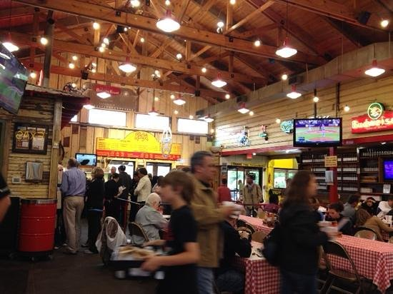 Rudy's Country Store & Bar-B-Q: No frills - food is so good you dont need any!