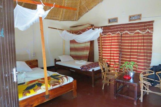 Serengeti Stop Over Lodge: Bedroom but seesntially one room plus bathroom