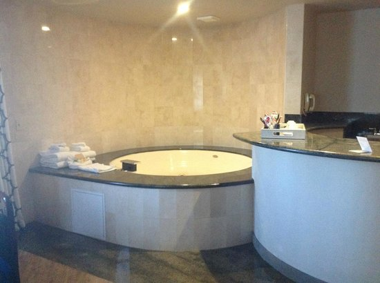 Hollywood Hotel: junior suite with jetted tub