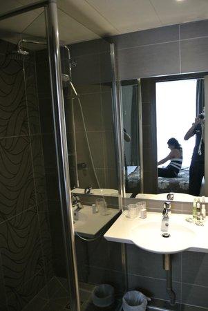 Eiffel Saint Charles: Salle de bain