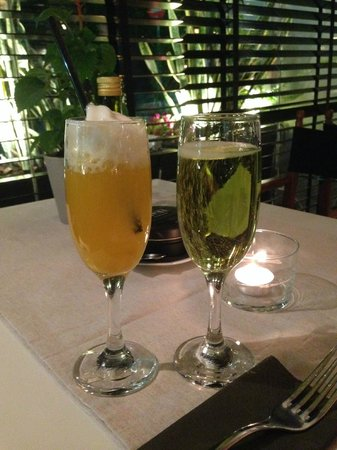 Eat at Milton's: Champagne aperitif
