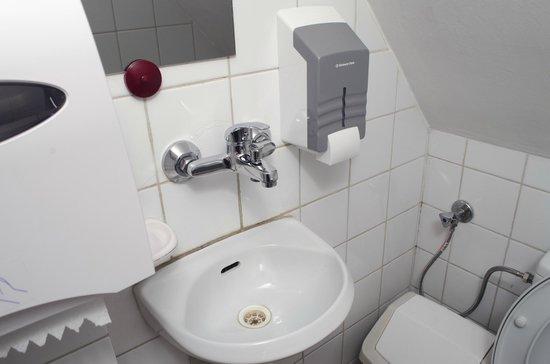 Red Nose: Bathroom