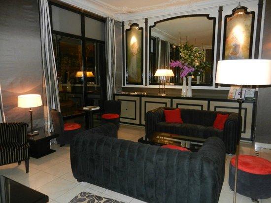 Hotel Eiffel Seine : Hotel Lobby